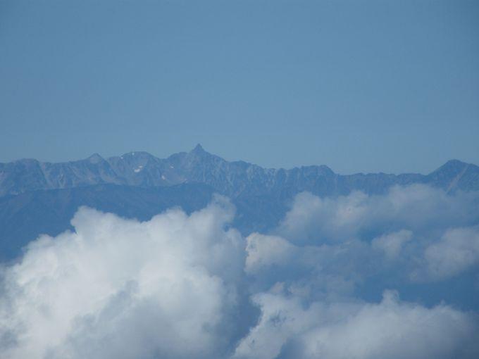 遮るもののない編笠山の絶景