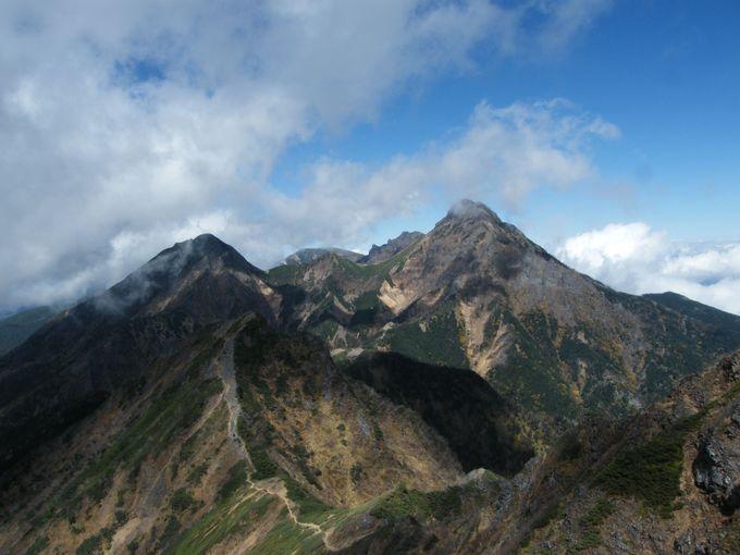 八ヶ岳の主峰「赤岳」を望む
