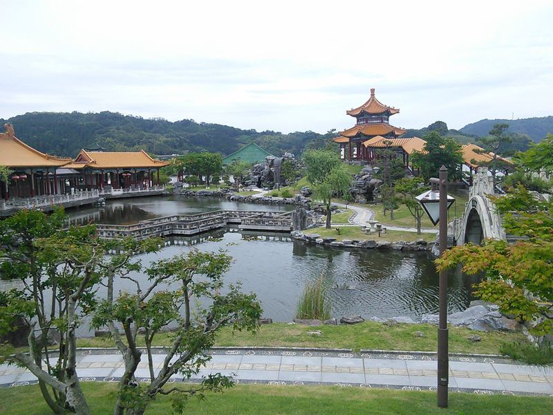 鳥取の温泉街にある本格的中国庭園「燕趙園」でミニ雑技団ショー!?