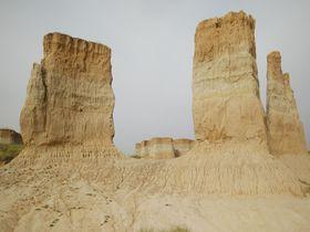 中国山西省「大同土林」の全てが謎に包まれた奇岩風景に佇む