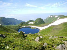 花、雪、岩、池・・・酷暑の都会を離れ、東北の名山「鳥海山」の自然の中へ!