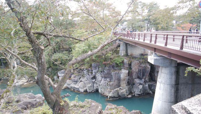 天工橋付近が厳美渓のメインスポット