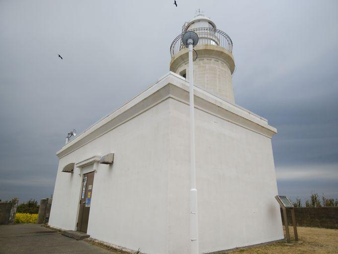 時間を忘れる沿岸部、沖ノ島と洲崎灯台