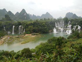 中越国境沿いの「徳天跨国大瀑布」は圧倒的スケールの大滝!