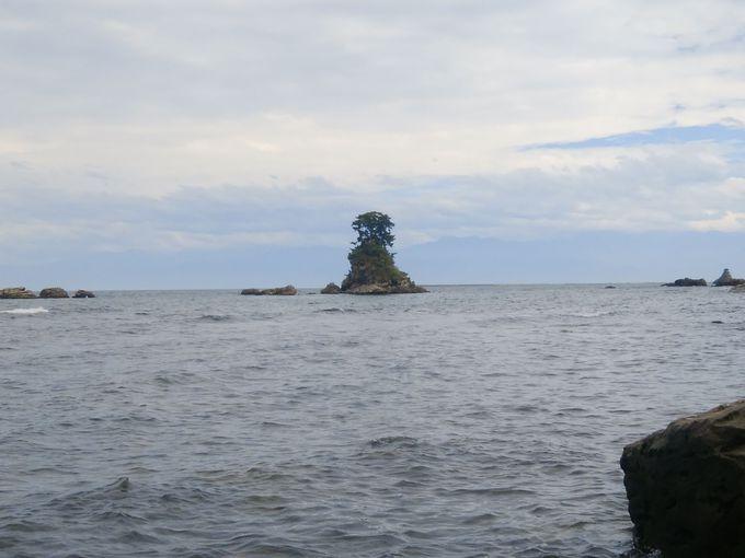 まずは二つの有名な岩から