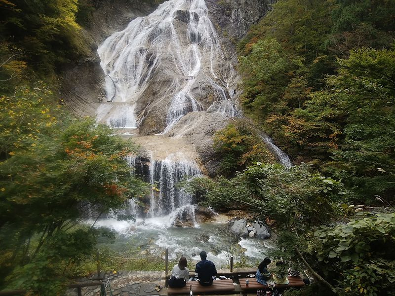 石川県・白山麓の蛇谷園地は大滝、温泉、噴泉塔とみどころ満載