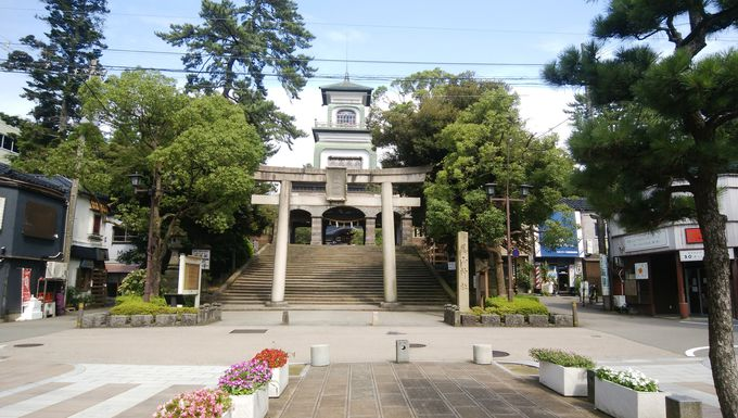 まずは尾山神社にアクセス