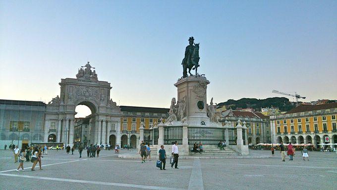 まずはここから、コメルシオ広場