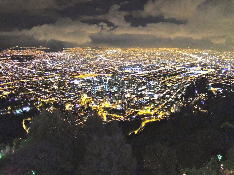 宝石箱を眺めるような夜景も!南米第三の大都市ボゴタの魅力とは
