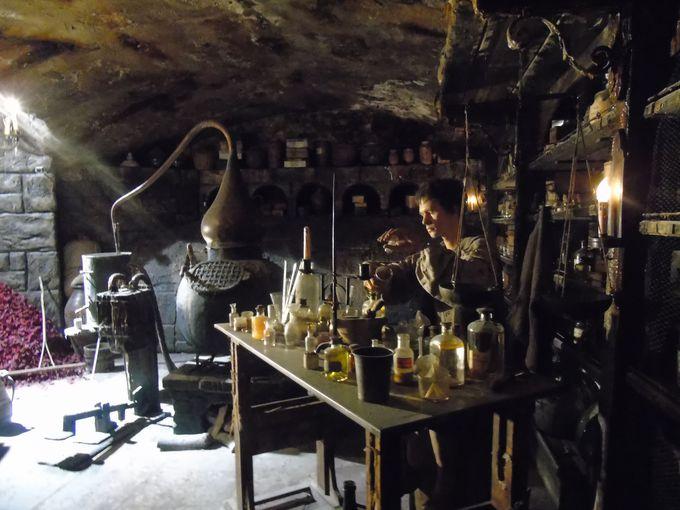 香水の国・フランス!中世の香水作り場を再現