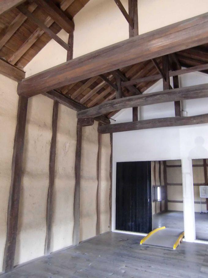 馬屋に隣接する佐和口多聞櫓、壁がぼこぼこなのは驚きの理由から