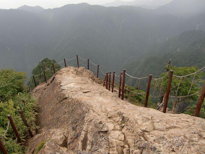 標高1579m、断崖絶壁の先には大蛇�ー(だいじゃぐら)、大峰連山など大パノラマの絶景が!