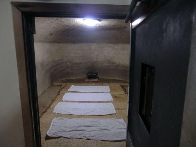 小さな扉をくぐって1300年前にタイムスリップ