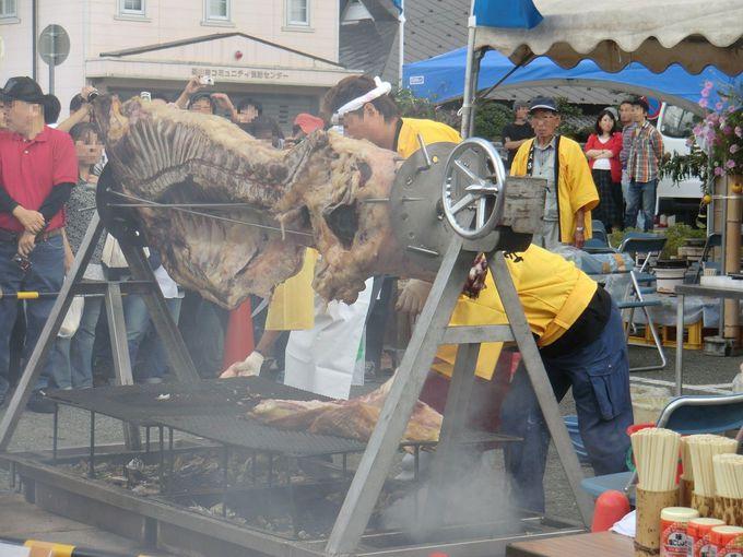 「丹波篠山味まつり」では牛の丸焼きコーナーも!