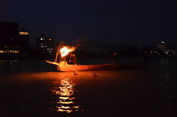 長良川の夏の風物詩、鵜飼の篝火