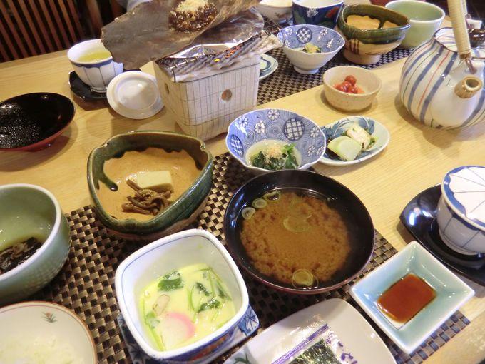 朝食は城下町商家の伝統食、「朴葉(ほおば)みそ」に舌鼓♪
