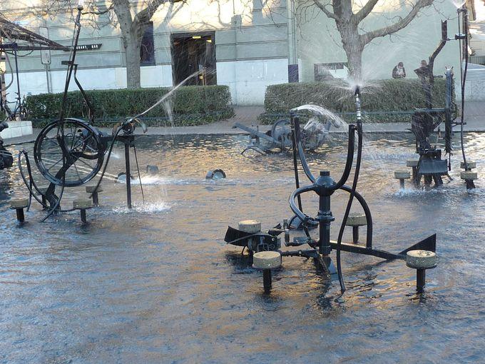 シアター・バーゼル前にも ティンゲリーの噴水が!