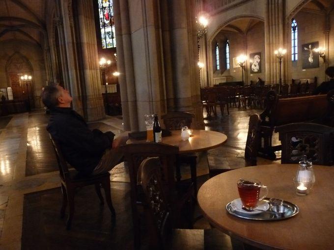 教会で飲んで、リラックス・・・カフェバー・エリザベーテン
