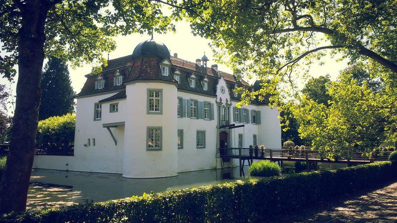 """スイス・バーゼル近郊の""""かわいいお城めぐり""""で豊かな時間を過ごす"""