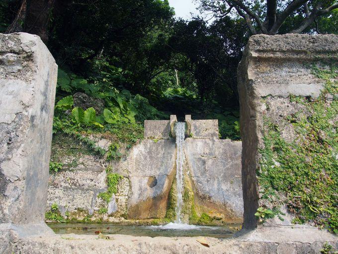 全国名水百選にも選ばれた、垣花樋川とは?