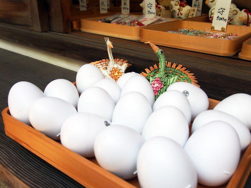 京都の隠れ名所・田中神社では、卵形の「おみくじ」がひける!