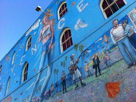 気分はバックパッカー!カリフォルニア、ヴェニスの街中で壁面アートをめぐる旅