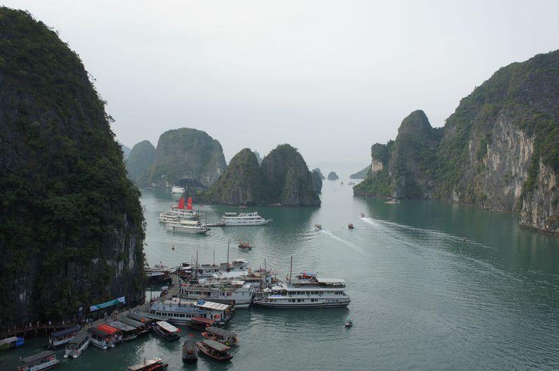 ベトナムが誇る世界遺産ハロン湾満喫するなら1泊クルーズがおすすめ!