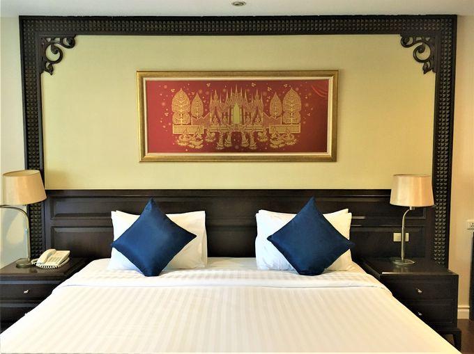 タイの伝統美とモダンが融合した客室