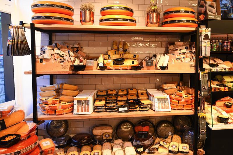 45種のゴーダチーズ&30種のオランダチーズがズラリ