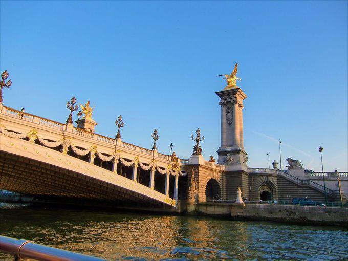 セーヌ川で一番美しい橋「アレクサンドル3世橋」とは?