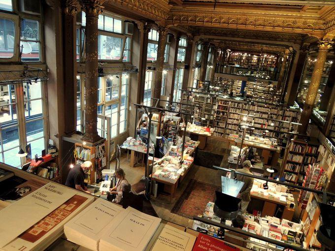 アーケードのブックショップも必見!!『世界で一番美しい本屋さん』の正体とは!?