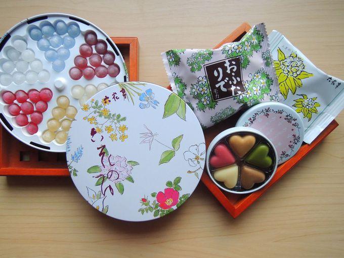 「六花亭」らしい花々に包まれたキュートな御菓子を♪