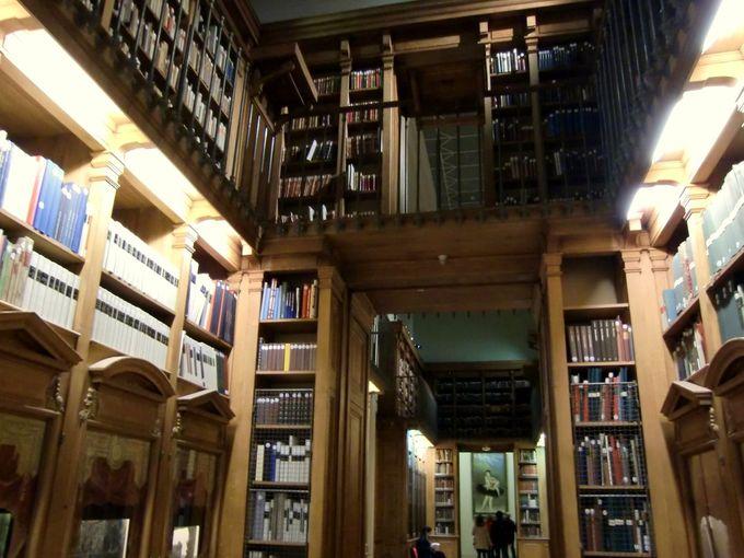 ハリーポッターが出てきそう!?魔法の本がありそうな図書館(博物館)や装飾の空間へ