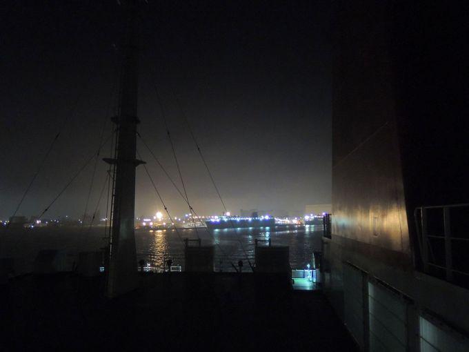 苫小牧の工場夜景を眺めながら出港!!