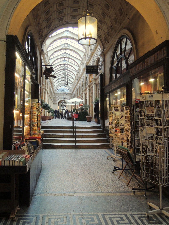 パリで1番美しいアーケード街「ギャルリー・ヴィヴィエンヌ」へ!19世紀の世界・パッサージュを歩く!
