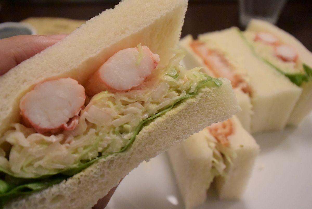 モーニングもランチも楽しめる!タラバ蟹サンド「さえら」