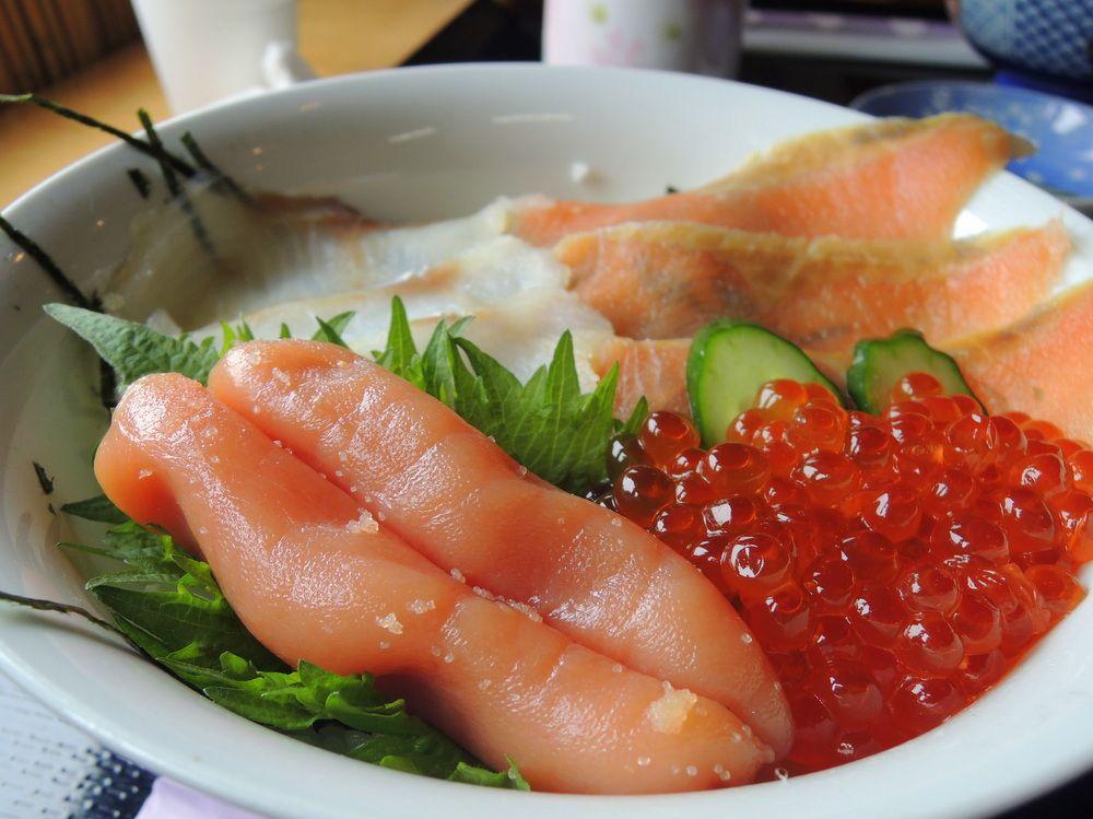 丼の中で鮭と鱈が子連れ婚!?「たらこ家スペシャル」とは?