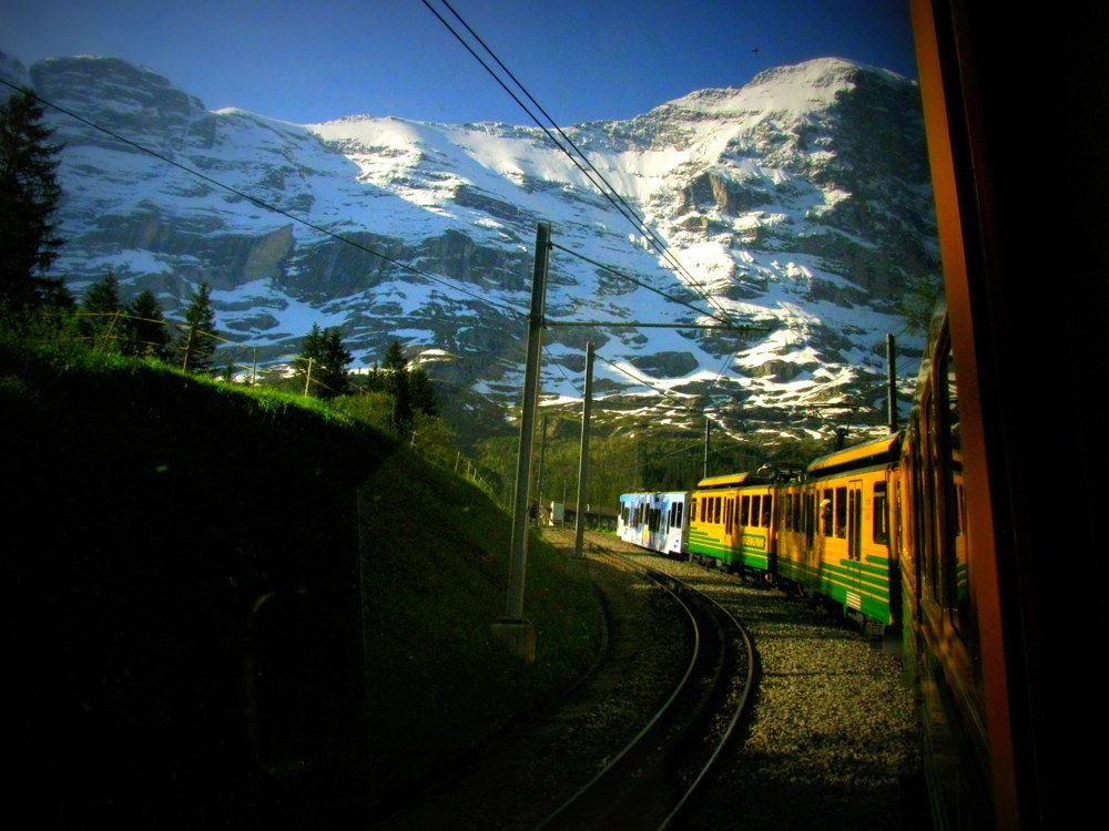 バックミュージックは『世界の車窓から』?登山列車でユングフラウを目指そう!