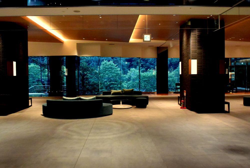 緑に囲まれた北湯沢の上質リゾート「緑の風」