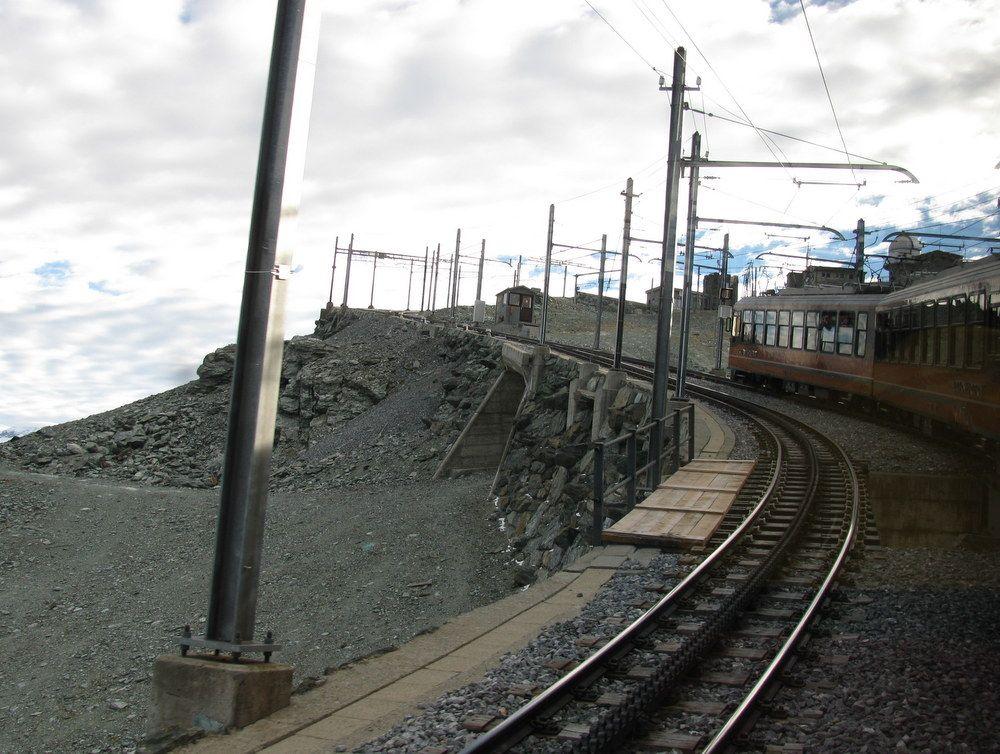 空に駆けて行く!?スイス観光の目玉、登山列車に乗ろう!