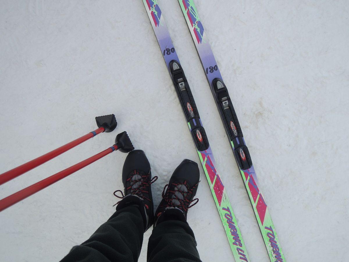 スキー、ストック、シューズの3点セットが無料貸出し