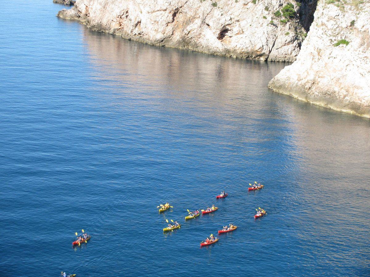 ポルコが飛行艇を隠したかもしれない入江と青い海