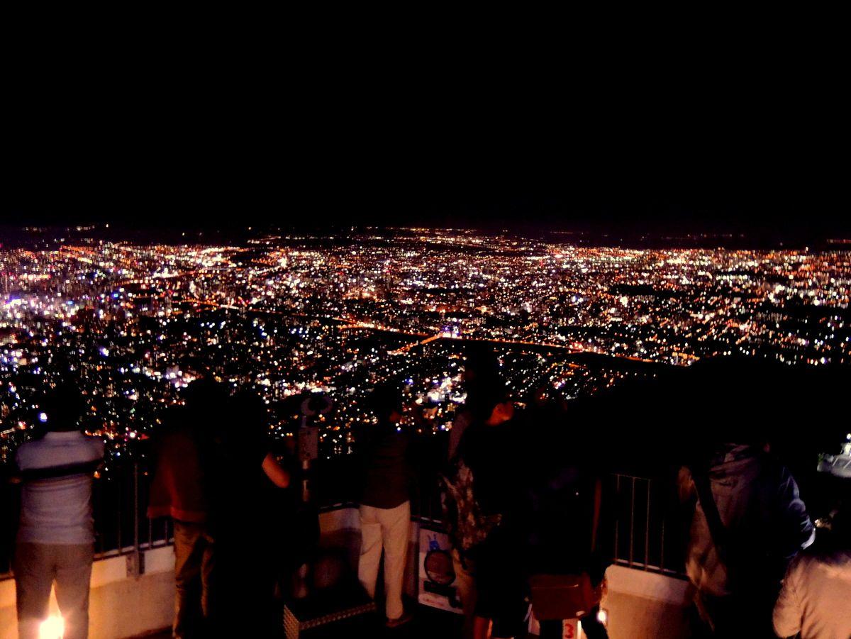 思わず歓声が!展望台から望む札幌・人口190万都市の街灯り