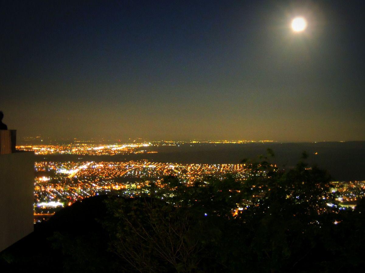 「日本百名月」に認定!夜景も月も見逃せない!