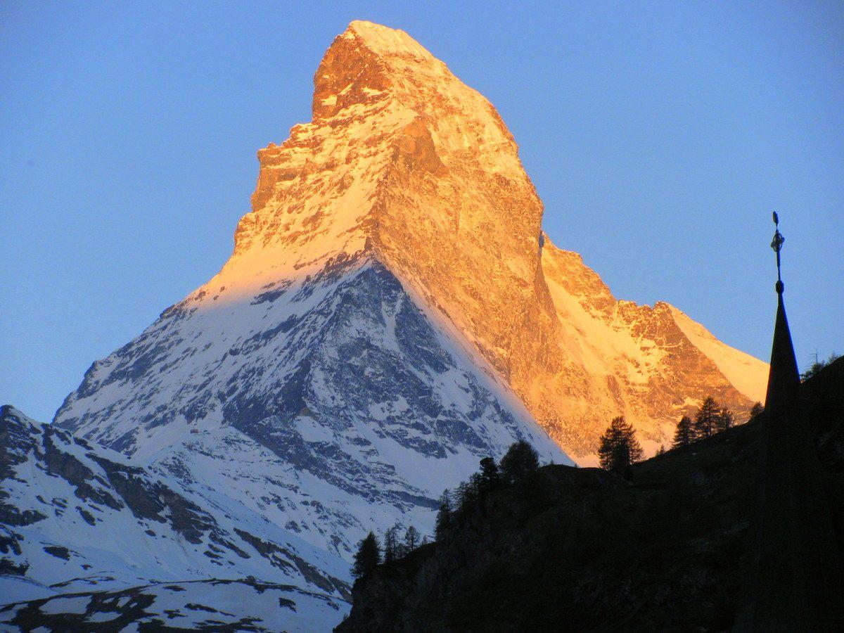 スイス・アルプスのリゾート、ツェルマットで眺めるマッターホルン