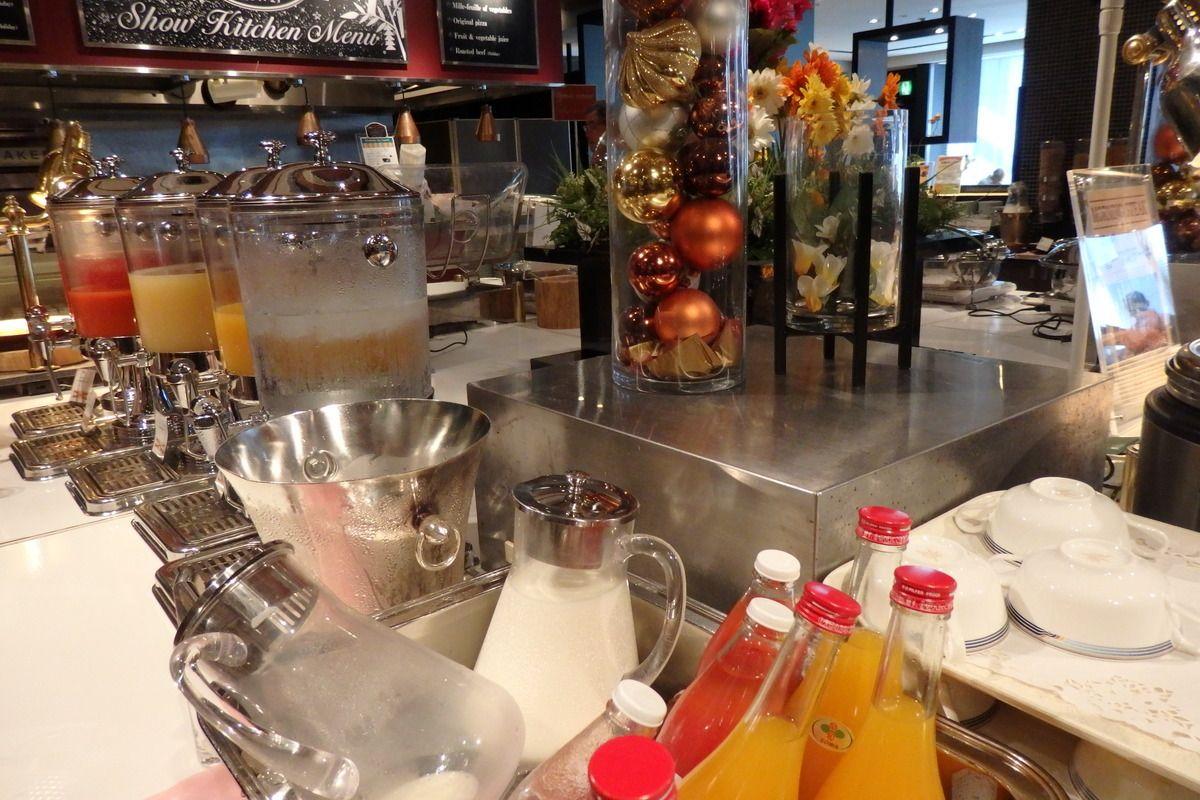 デパ地下以上な品揃え!豊富なドリンクと素材の味を生かした特産品が味わえる朝食