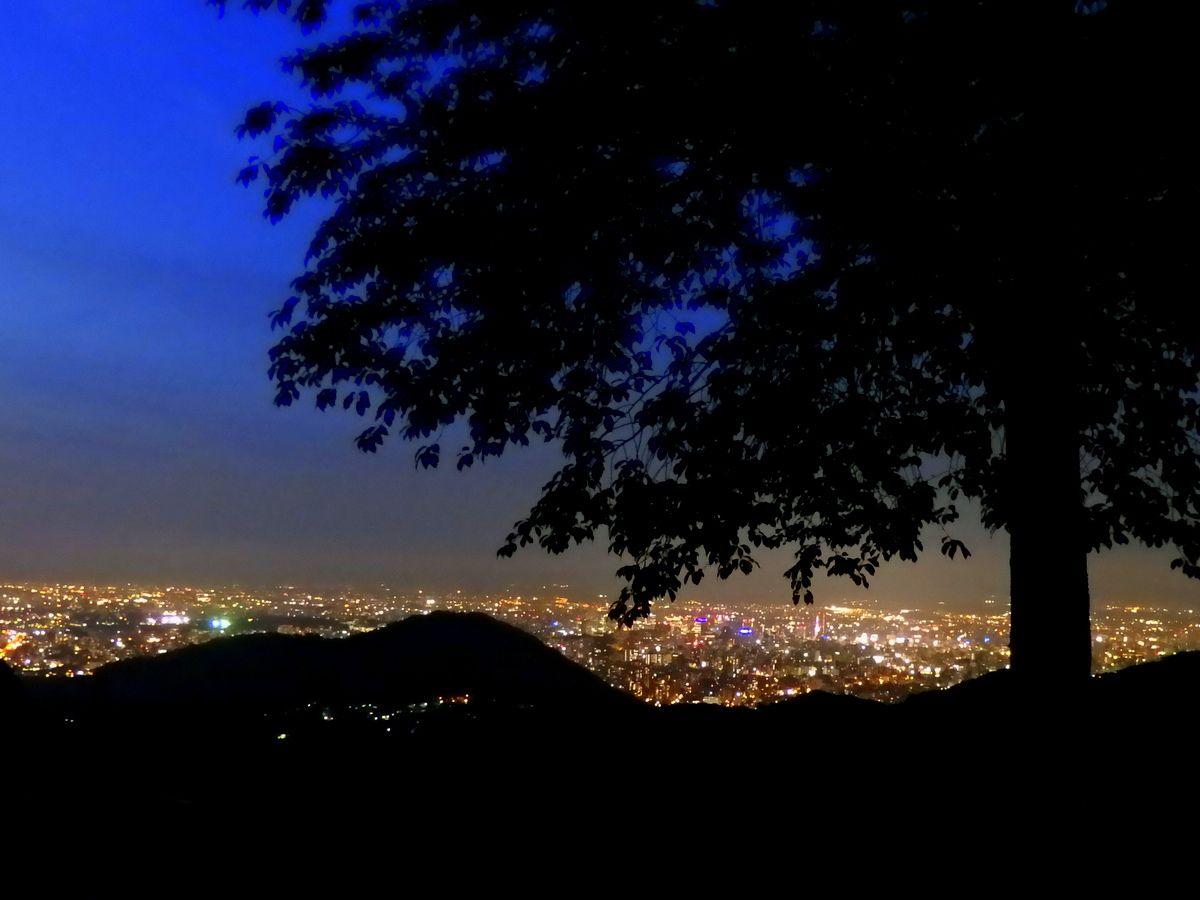 車に乗ったまま深夜まで夜景鑑賞ができる幌見峠