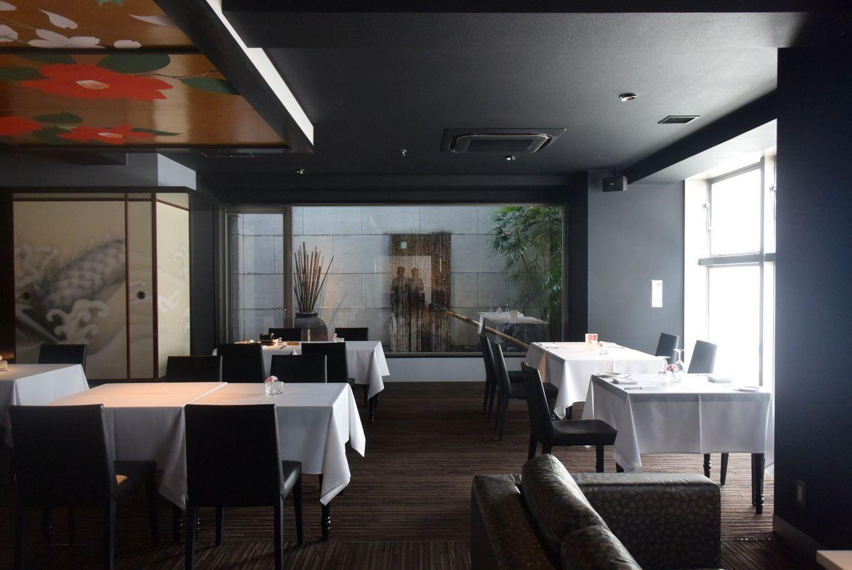 人気のレストランとルームサービス、選べる朝食スタイル