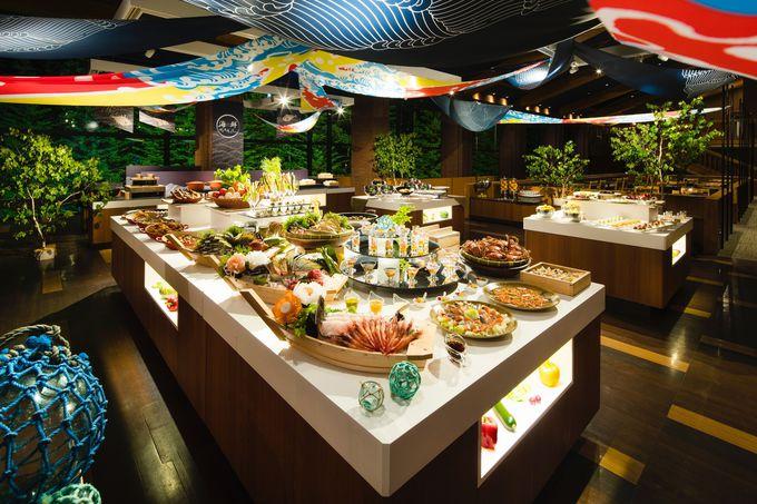 鮮やかな大漁旗がお出迎え!北海道グルメが大集結したビュッフェレストラン「ハル」