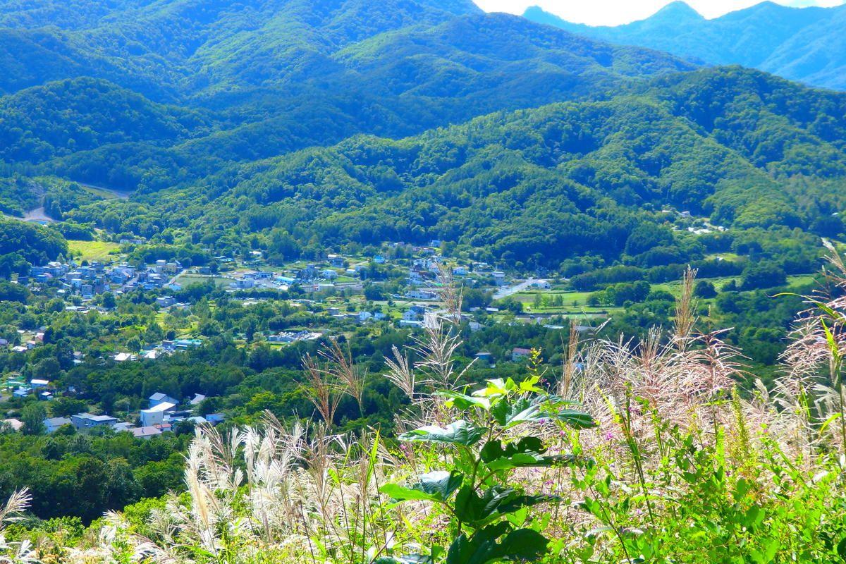 大都市札幌の裏側散策。のどかな景色が広がる「藻岩山観光道路」